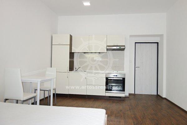 (403B) Pronájem zařízeného bytu 1+kk v centru Brna, ul. Bratislavská, UP 32m2