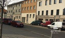 Pronájem kanceláře s vlastním parkováním v centru Králova Pole