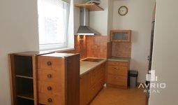 Pronájem zařízeného bytu 3+kk, Brno Lesná, balkón, dvě garážová stání, sklep, ulice Dusíkova