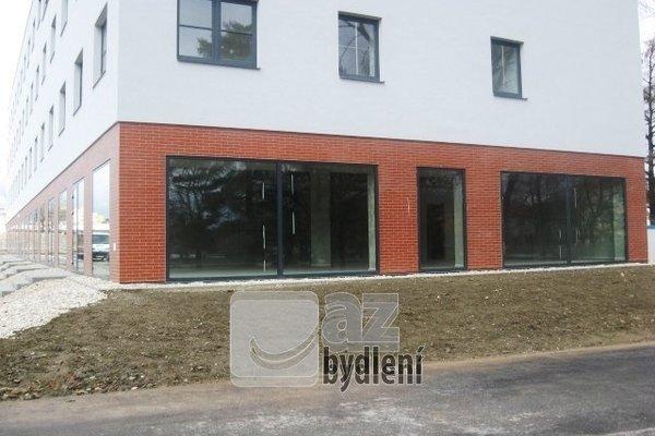 Nadstandardní  nové komerční prostory, prosklený showroom,kanceláře,služby  - Širší centrum Tábora