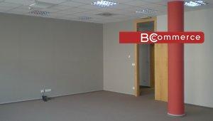 Kancelářské prostory v centru na hlavní třídě s parkováním, 142 m²