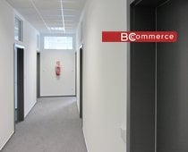 Kancelář v moderní administrativní budově s parkováním, 40m2