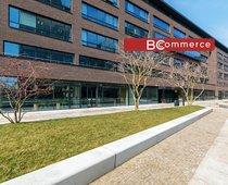 Pronájem přízemních obchodních prostor v nové moderní administrativní budově, 510m2