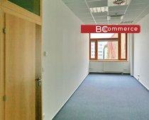 Kancelářské prostory v centru na hlavní třídě s parkováním, 31 m²