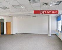 Kancelářské prostory v centru na hlavní třídě s parkováním, 75 m²