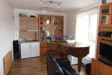 Prodej zděného bytu 1+kk s garážovým stáním, Jílové u Prahy, Ev.č.: 201-00192