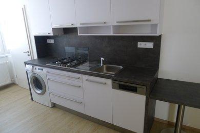 Pronájem bytu 2+1, 57 m2,panel,po rekonstrukci,lodžie,Znojmo, Ev.č.: 19B-0012