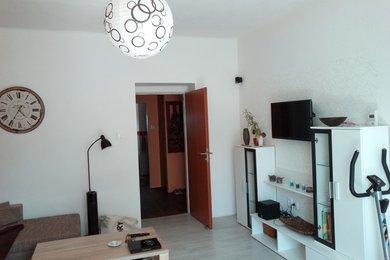 Pronájem velkého bytu 2+1,cihla,bytovka -Hrušovany u Znojma, Ev.č.: 20B-0044