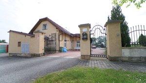 Administrativní objekt - ubytování pro zaměstnance 240 m2, parkování na pozemku, Plazy u MB