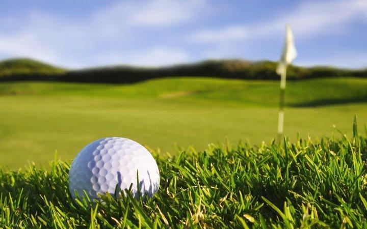 Stavení pozemek u golfu