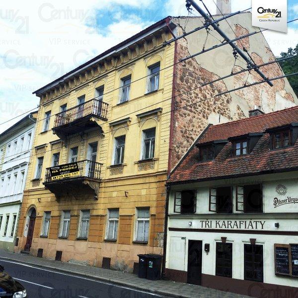 Budova Hadích lázní v centru Teplic