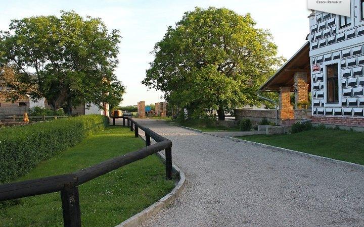 Zemědělská usedlost / koňská farma, 8,5ha, Křinec, okr. NB