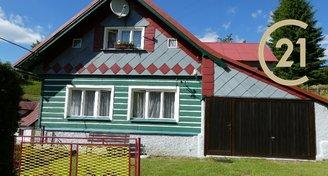 Poloroubený dům v Jizerských Horách s velkým pozemkem