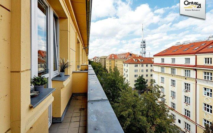 Světlý byt 2+kk/L v těsné blízkosti metra Flora