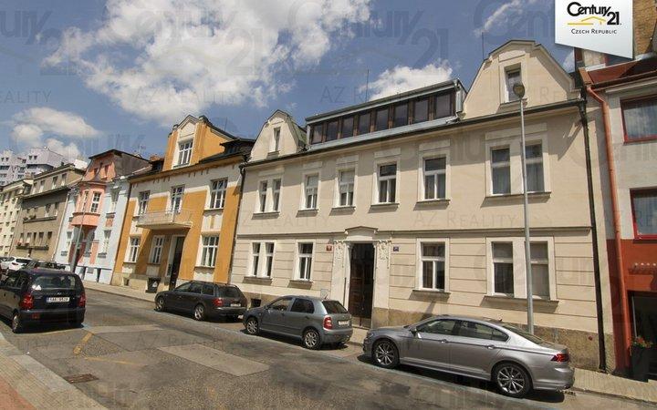 Částečně zařízený byt 2+1, 70 m2, P8 Kobylisy