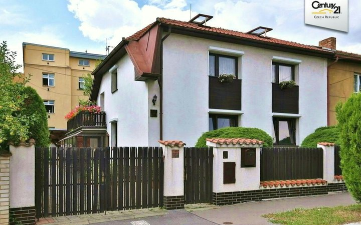 Rodinný dům v klidné vilové čtvrti, Praha 10