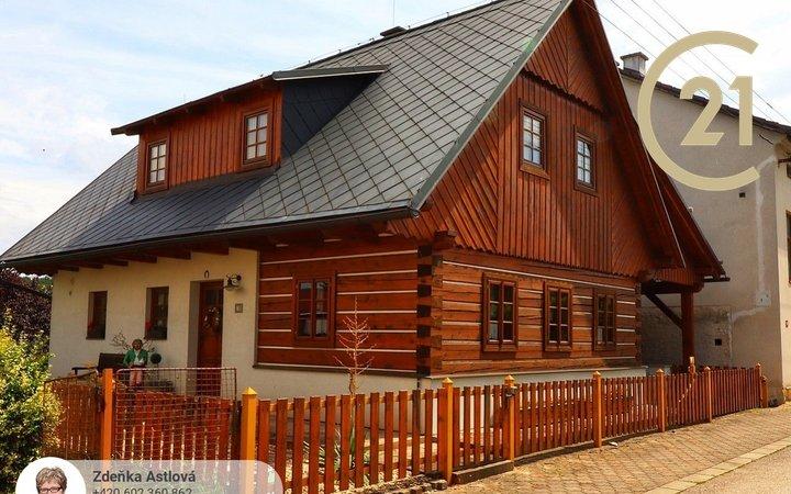 Novostavba krásné poloroubenky v Podkrkonoší
