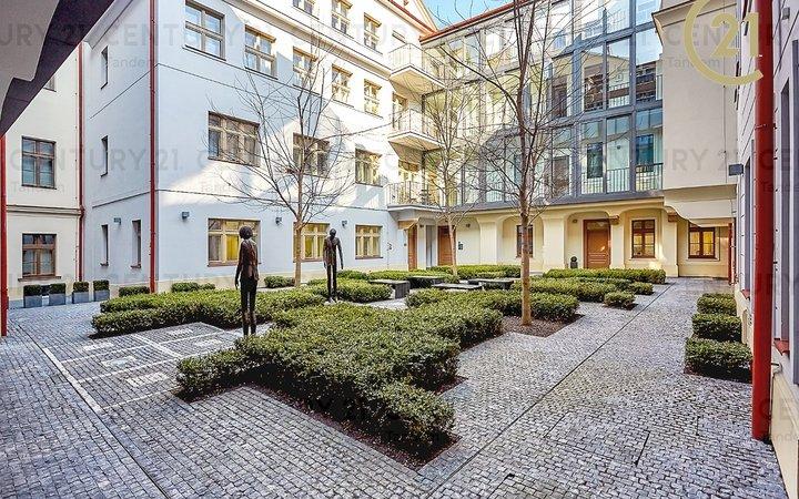 """Pronájem zařízeného 2+kk 40 m2 v centru, rezidence """"La Corte""""!"""