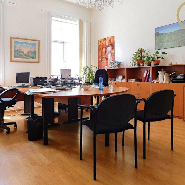 Pronájem 2 kanceláří celkem 71 m2, Washingtonova