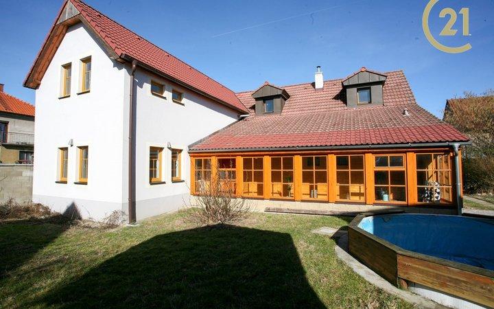 Rodinný dům s dílnou a zahradou