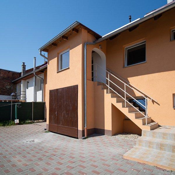 Prodej, rodinný dům, 4 byty, Hněvotín