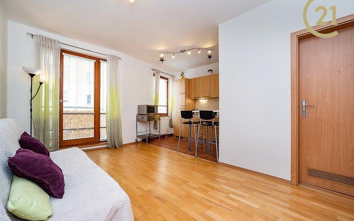 Zařízený byt 2+kk/B (50 m2) Petrohradská, Vršovice