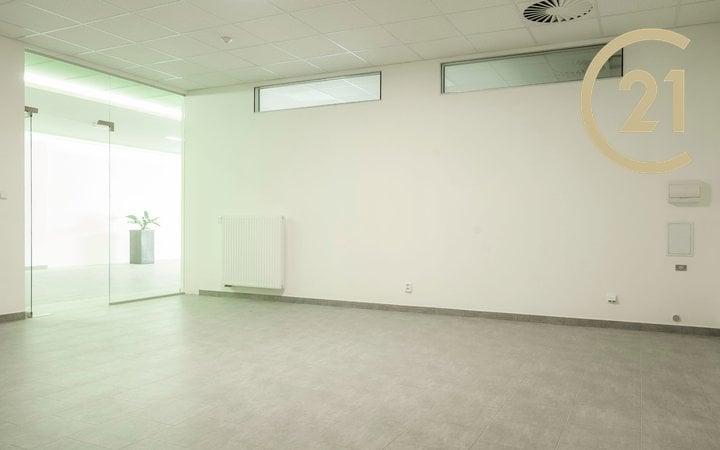 Pronájem kancelářských prostor o výměře 40m2, Valašské Meziříčí, ul.Křižná.
