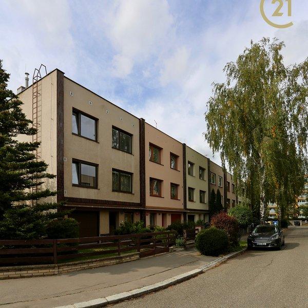 Rodinný dům 8+1/G Praha 8 Čimice