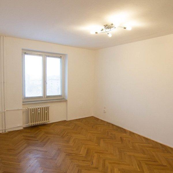 Pronájem rekonstruovaného bytu 2+1 Poděbradská ulice.