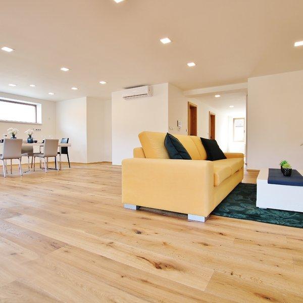 Luxusní byt 4+KK se zahradou. Terasa 31 m2 + 2 x stání