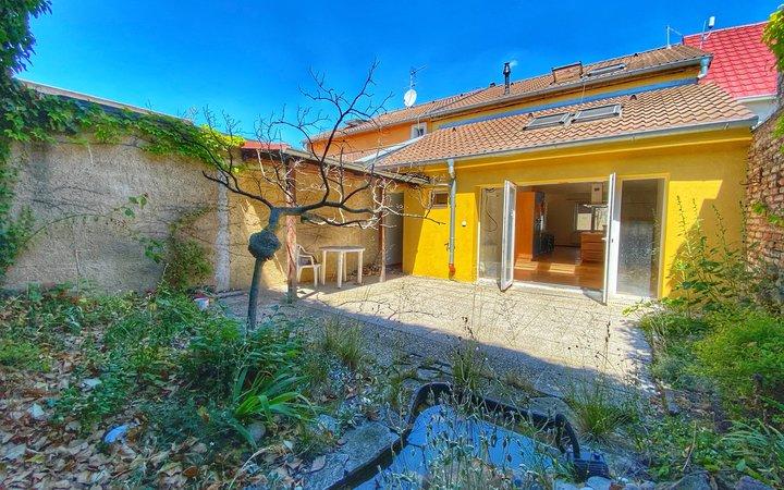 Krásný rodinný dům 3+kk 130m2 se záhrádkou ve Slaném