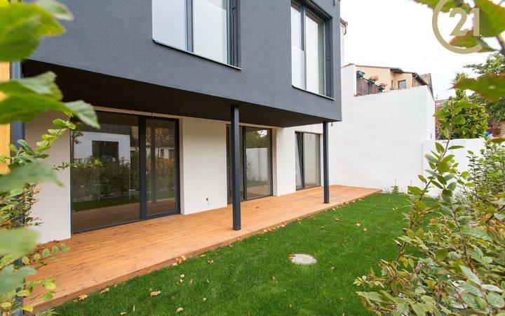 Krásný byt 3+kk, terasa + předzahrádka, parking, Smíchovská, Řeporyje