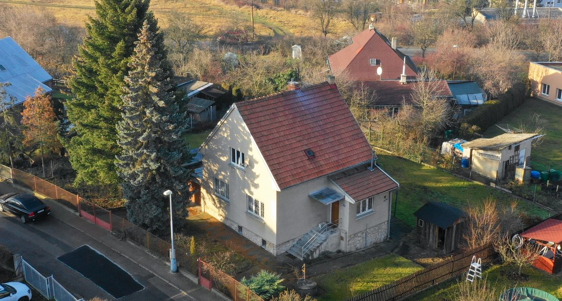 01. Pohled na rodinný dům od jihovýchodu