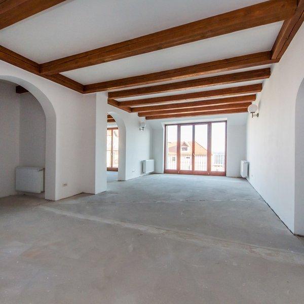 Prodej luxusního mezonetového bytu 223 m² Černolicický statek