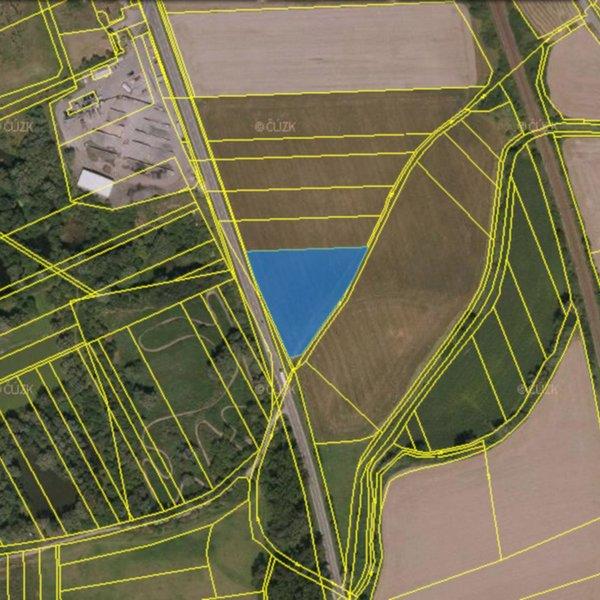 Pozemek 8121 m2 pro komerční výstavbu Hulín