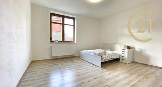 Nový a prostorný byt 2+kk 54m2 v centru Slaného