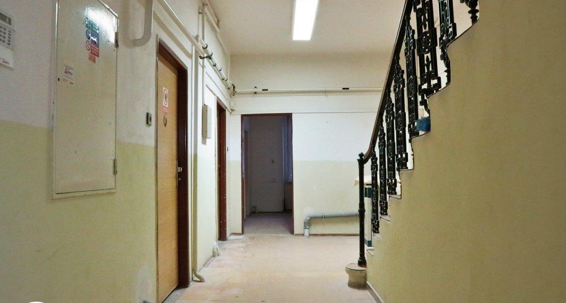 přízemí - schody do 1. patra