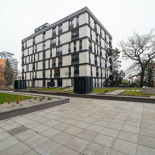 Zařízený byt 2+kk/L (58 m2 + 8 m2) Střížkovská, Praha 8