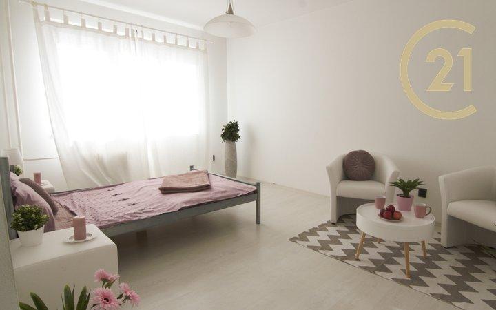 Prodej bytu 1+1/L 36 m², v žádané lokalitě Praha 10 – Zahradní Město