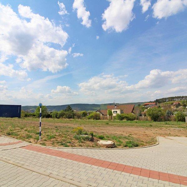 Prodej zasíťovaného stavebního pozemku, 1323 m² - Praha-Lipence