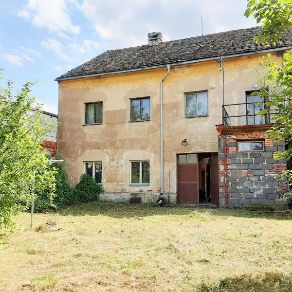 Prodej rodinný dům k rekonstrukci 318 m2, Lochovice