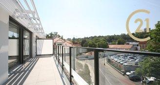 Nabízíme prodej bytu 4+kk/terasa, pouze 380 m od metra