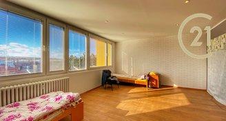 Krásný a prostorný byt 3+1 77m2, po rekonstrukci v OV, Slaný