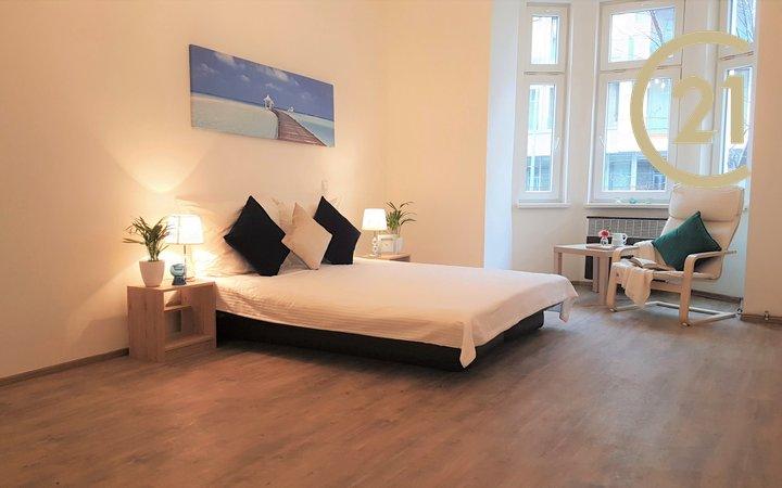 Pronájem bytu 2+kk, 51m² po rekonstrukci, nevybavený - Praha - Holešovice