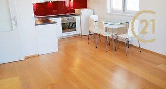 Krásný velký světlý zařízený byt 2+kk / 50 m2 s balkónem - Troja