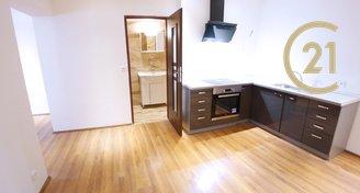 Pronájem bytu 1+kk 42m², ulice Úzká