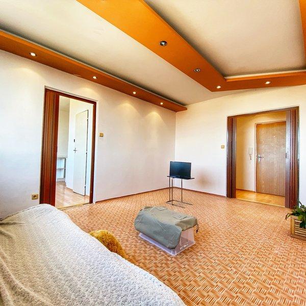 Krásný a prostorný byt 3+1 85m2 s lodžií a šatnou ve Slaném v OV