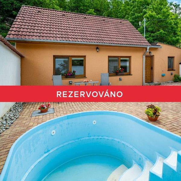 RD 2+1 (74 m2) s bazénem a zahradou,  Hluboké Mašůvky