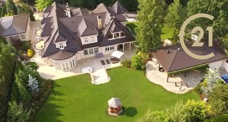 Luxusní rodinné sídlo s kompletním vybavením a relaxační zónou- Panenské Břežany