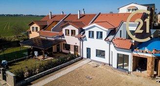 Řadový rodinný dům se zahradou a garáží Kardašova Řečice